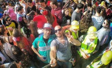 (Bricoheroes) al vermut musical de Carnaval de Tarragona.
