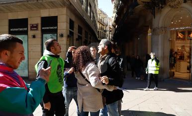 Activistes de la PAH s'encaren amb Talamonte al carrer