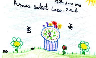 L'Arnau Dolcet, de 7 anys, vol una mona tradicional amb ous de xocolata i plomes