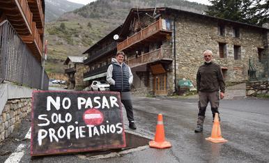© Prohibit el pas a turistes