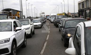 © Un control de mobilitat col·lapsa l'entrada a Lleida