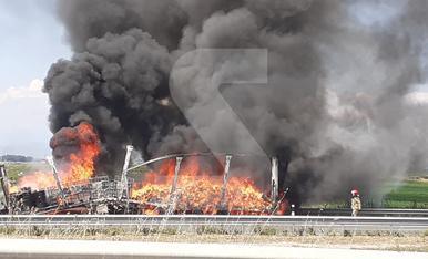 © Aparatós incendi a l'autovia a Sidamon