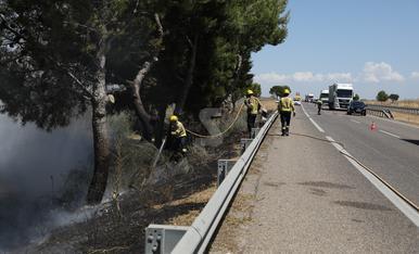 © Cremen matolls a l'A-2 a Lleida