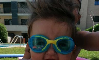 Foto 1:a la casa dels gegants, foto 2: disfrutant de la piscina de casa, foto 3:amb el bañador del yayo!