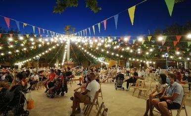 Cadires a distància, gel hidroalcohòlic i mascaretes substitueixen el famós ball de Festa Major a la plaça de Llardecans