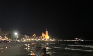 Aquest 2020 veurem la llum al final, com l'església de Sant Bartomeu i Santa Tecla de Sitges.