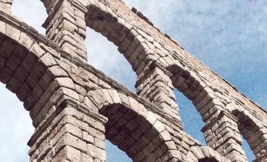 Aqüeducte de Segovia. Pedra forta dels romans
