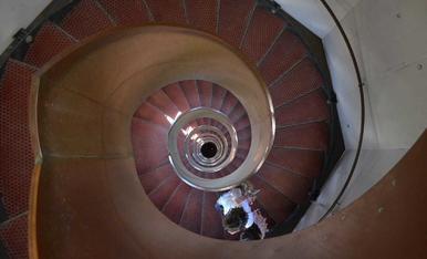 Em dic Loli Gómez Garcia. La foto és al far de Torredembarra baixant amb la meva filla per les fabuloses escales. Gràcies.