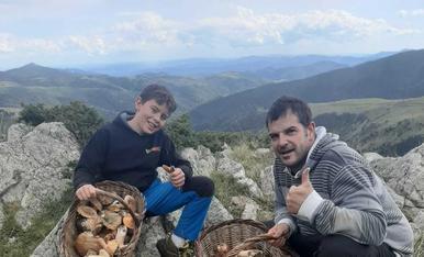 Bon inici de temporada: Josep Maria Ribó i el meu fill Arnau!!! De cara al cep i a la vista de rovellons! Salut!