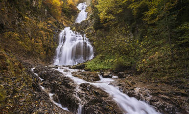 El valle de Ordesa y sus cascadas son un lugar increíble para visitar en Otoño, parece sacado de un cuento.