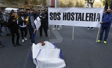 Imatges de la marxa lenta de l'hostaleria a Lleida