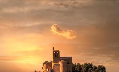 Âger (La Noguera), sobresortint el Castell i la Col·legiata de Sant Pere