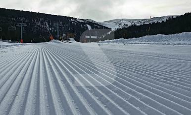 © Tot a punt a l'espera dels esquiadors