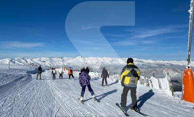 © Començar l'any esquiant