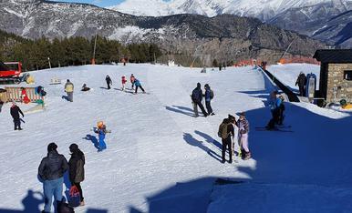© L'esquí comença l'any amb bon peu