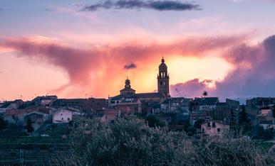 La Granadella envoltada de colors després de la posta de Sol