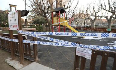 El parc infantil del Terrall va quedar precintat almenys per als propers deu dies.