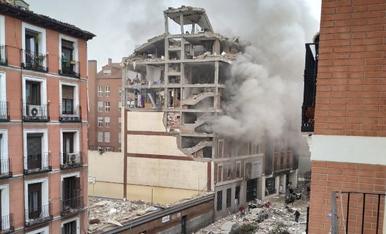 VÍDEO | Gran explosió al carrer Toledo de Madrid, a l'altura d'una residència d'ancians