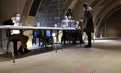 Goteo de votantes en el arranque de la jornada electoral en la demarcación de Lleida