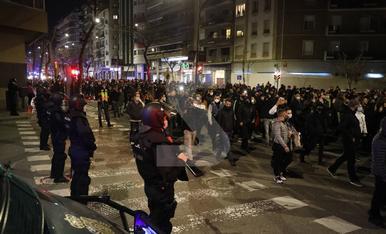 © Protesta en una ciutat 'blindada'