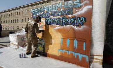 Protesta al Museu de Lleida després de l'entrega de les peces de la Franja