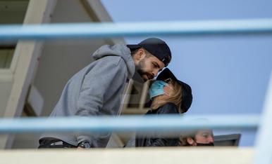 Gerard Piqué, el domingo en el Camp d'Esports con su madre