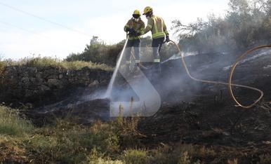 © Incendi a la C-12 a Llardecans