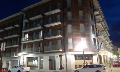 El bloc d'habitatges de la Seu d'Urgell okupat per trenta-quatre famílies.
