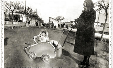 "la padrina em paseija pel ""Campo de Marte"""