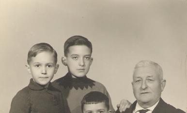 Jo a l'esquerra, amb el meu padrí i els meus cosins