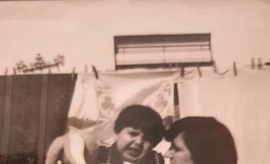 Con mi tia josefa,en la terraza de casa,en el año 1978.