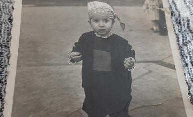 De mol petita vestida de baturro per Santa Agueda a Mequinensa