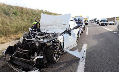 © Greu al xocar amb una camió a l'A-2 a Lleida