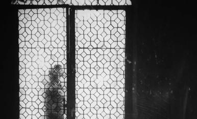 'Els veïns del pis de dalt' és el relat de Jaume Albert Ollé i Manuel.