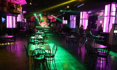 A Lleida ciutat, els locals de lleure nocturn poden obrir com a bars, com la discoteca La Nuit.