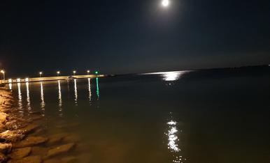 Les llums reflexadesa la mar
