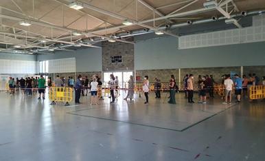 Marató a la Seu - Un total de tres-centes persones majors de divuit anys van participar ahir en una marató de vacunació de la Covid a la Seu d'Urgell en què se'ls va administrar Moderna. A Lleida, 278.265 persones tenen una dosi (62,7% de l ...