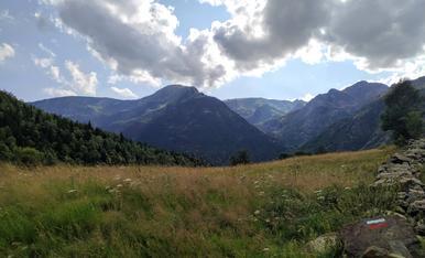 Arribant a la Cascada de Noarre, paisatge espectacular, amb un temps perfecte per fer rutes caminat. Vall de Cardós - Cascada de Noarre.