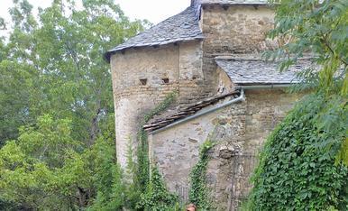Sobre el pont del petit i bonic poble de Enviny (Pallars Sobirà)