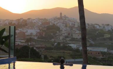 Una vista privilegiada.  Es un placer disfrutar de un baño al atardecer, sobre todo si se puede disfrutar de una bonita vista de Benitatxell (Alicante).