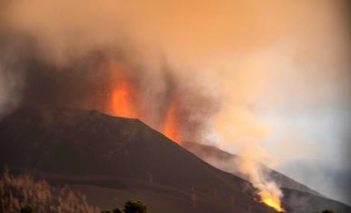La lava entra de nou a Todoque i enderroca l'església i el centre de salut