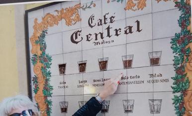 Per poder demanar un cafè a Màlaga, hem d'especificar quin volem!!!! Bar on tenien totes aquestes varietats amb cafè.