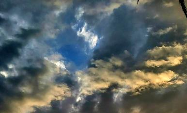 Colors de tardor tenyeixen els núvols