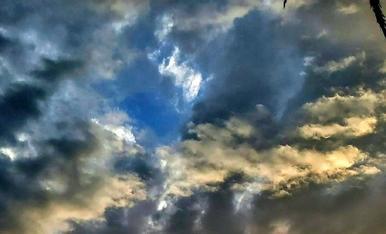 Per la tardor fins i tot el cel s'omple de colors