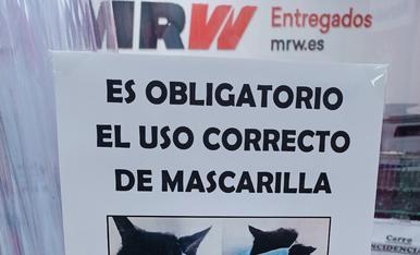 Cartell situat en una agència de transports a Lleida.