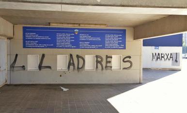 Apareixen pintades contra els propietaris del Lleida Esportiu en el Camp d'Esports