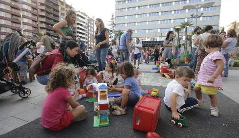 La ludoteca del Centre Històric va sortir ahir al carrer amb activitats per als més petits.