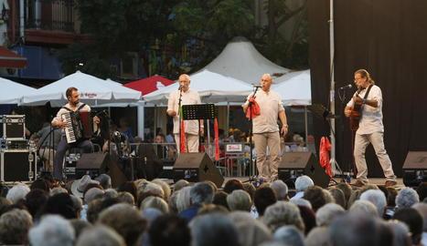 La plaça de la Paeria va ser l'escenari ahir d'una de les parades del seguici de la festa, amb Lo Marraco com a protagonista.