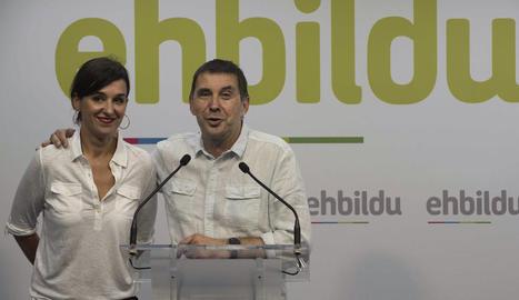 Jasone Aguirre i Arnaldo Otegi, ahir a Bilbao durant la valoració dels resultats electorals.