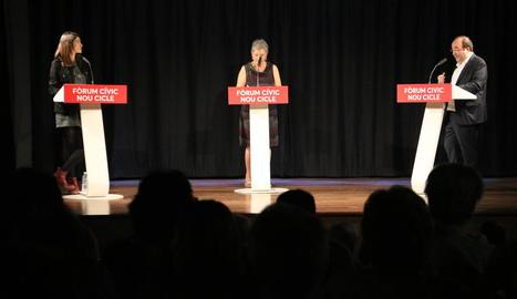 El president de la gestora del PSOE, Javier Fernández, al centre de la imatge.